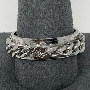 NWOT Stainless steel chain link ring